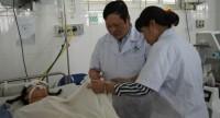 Thứ trưởng Bộ Y tế Nguyễn Viết Tiến thăm nạn nhân vụ tai nạn giao thông tại Lào Cai