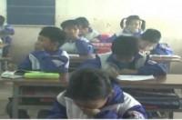 Khói bủa vây trường học, học sinh vừa học vừa... bịt mũi