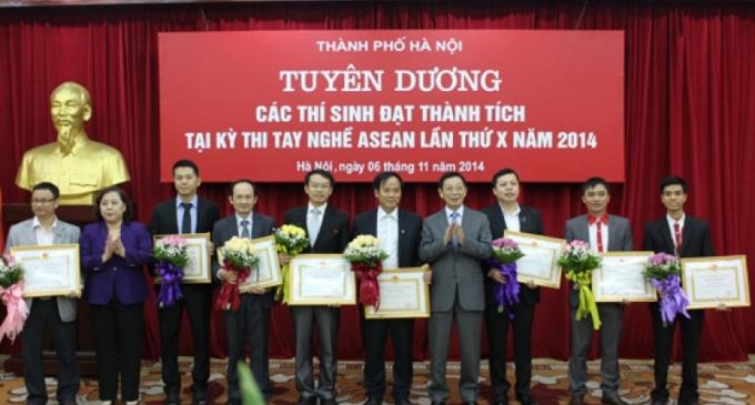 Khen thưởng thí sinh Hà Nội đạt giải tại Kỳ thi tay nghề ASEAN lần thứ X