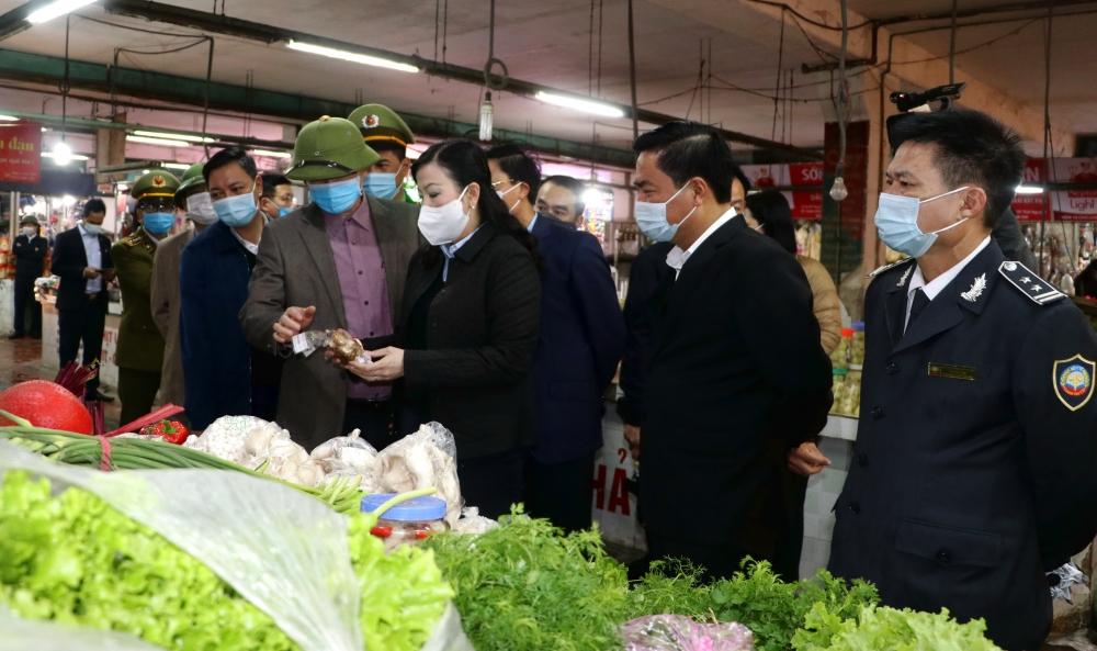 Thái Nguyên: Kiểm tra công tác phòng, chống dịch Covid-19 và an toàn thực phẩm tại các chợ