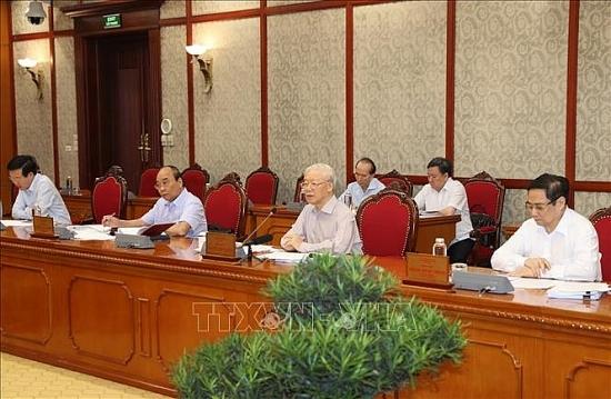Bộ Chính trị yêu cầu toàn hệ thống chính trị tập trung cao nhất cho công tác phòng, chống dịch Covid-19