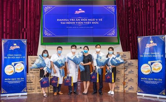 Danisa tặng khẩu trang và quà cho đội ngũ y bác sĩ trị giá 220 triệu đồng