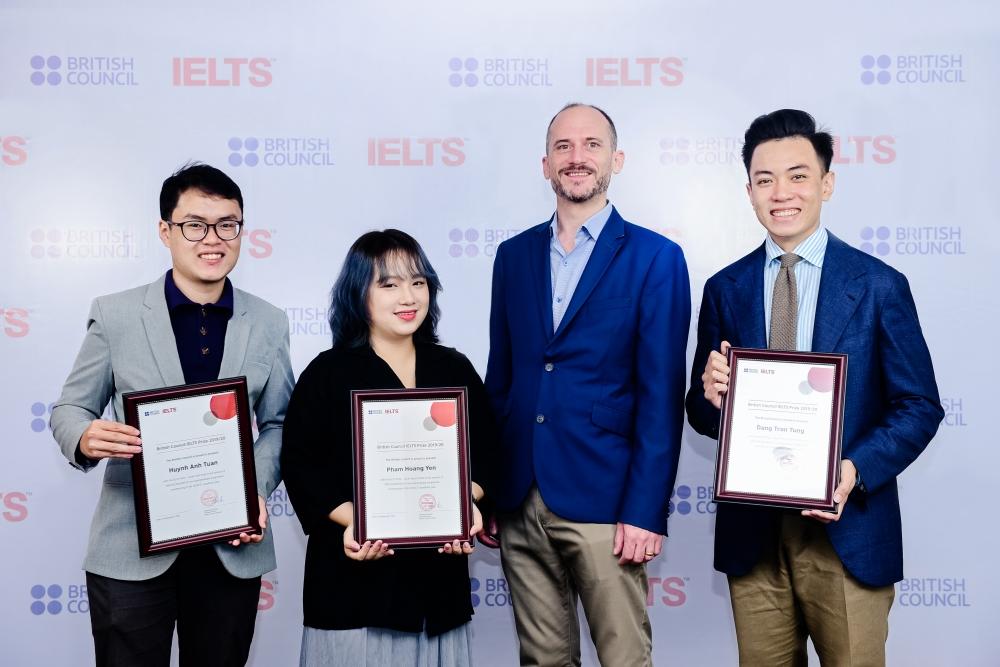 3 thí sinh Việt Nam nhận được học bổng IELTS Prize của Hội đồng Anh
