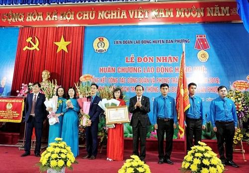 LĐLĐ huyện Đan Phượng đón nhận Huân chương Lao động hạng Nhì