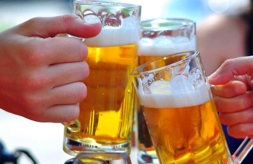 Cán bộ công chức uống rượu bia trước, trong và nghỉ giữa giờ bị xử phạt thế nào?