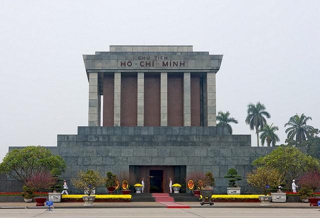 Ngày mùng Một Tết, Lăng Chủ tịch Hồ Chí Minh mở cửa đón nhân dân vào viếng
