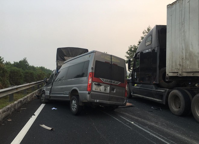 Một chiến sĩ cảnh sát và bác sĩ tử vong trong vụ tai nạn trên cao tốc Pháp Vân - Cầu Giẽ