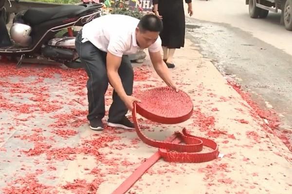 Triệu tập một số người có liên quan trong vụ đốt pháo tại đám cưới ở Sóc Sơn