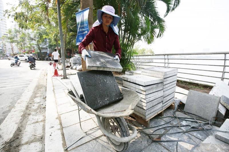 Hà Nội: Nhiều tuyến phố tiếp tục lát đá vỉa hè