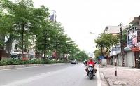 Nhiều người ra đường không đội mũ bảo hiểm, cố tình đi ngược chiều