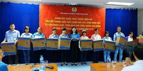 Khám, tư vấn sức khỏe cho CNLĐ KCN Quang Minh