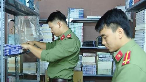 Hà Nội: Bắt giữ hàng nghìn cuốn sách lậu 'núp bóng' quán cafe