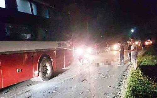 """Hai học sinh lớp 8 tử vong sau khi điều khiển xe máy """"đấu đầu"""" với xe khách"""