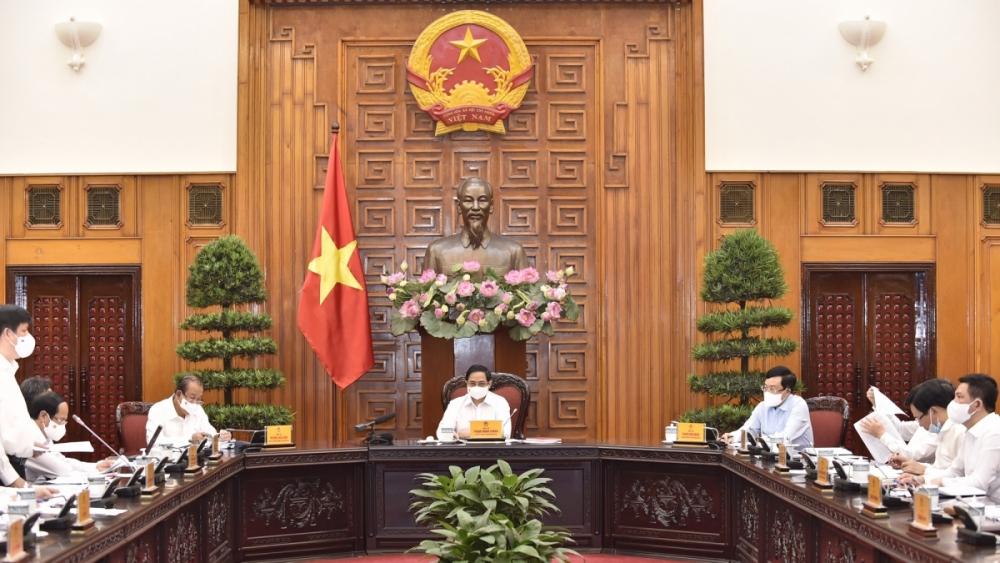 Thủ tướng chủ trì họp thường trực Chính phủ về nhập khẩu, sản xuất và tiêm vắc xin