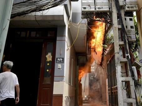Hà Nội: Kịp thời cứu thoát một cháu bé trong vụ hỏa hoản