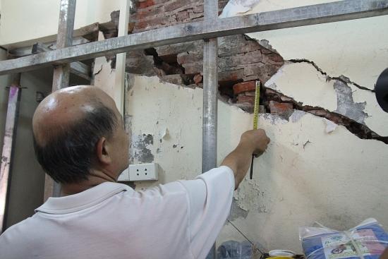 """""""Chống nạng sắt"""" phòng ngừa ngôi nhà bị đổ sập"""