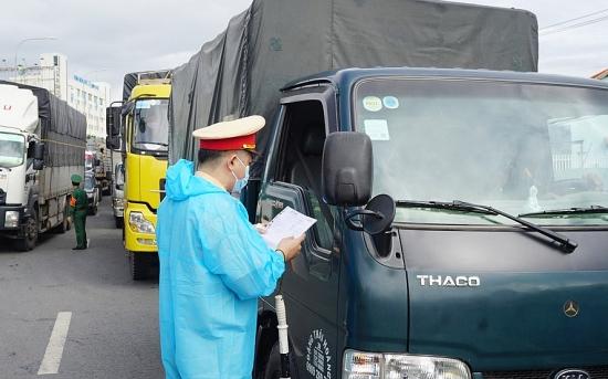 Vận chuyển hàng hóa thiết yếu phục vụ đời sống người dân vùng có dịch Covid-19