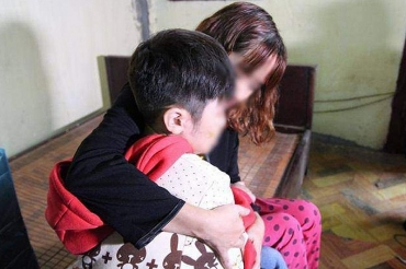 Xét xử vụ án bố đẻ và mẹ kế đánh đập dã man bé trai 10 tuổi