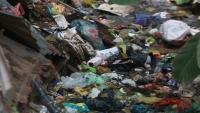 Đoạn kênh mương ngập tràn rác thải suốt nhiều năm