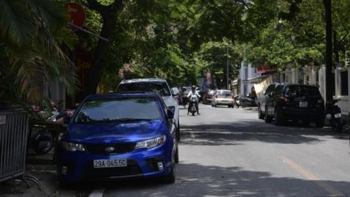 Hà Nội: Phố đỗ xe ngày chẵn, lẽ lộn xộn sau 2 năm đi vào hoạt động