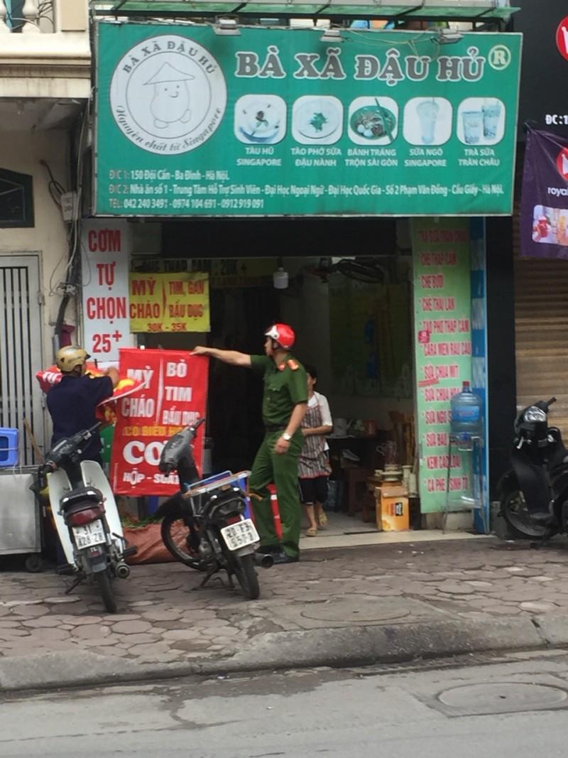 Quận Ba Đình: Ra quân bóc, xóa quảng cáo rao vặt sai quy định