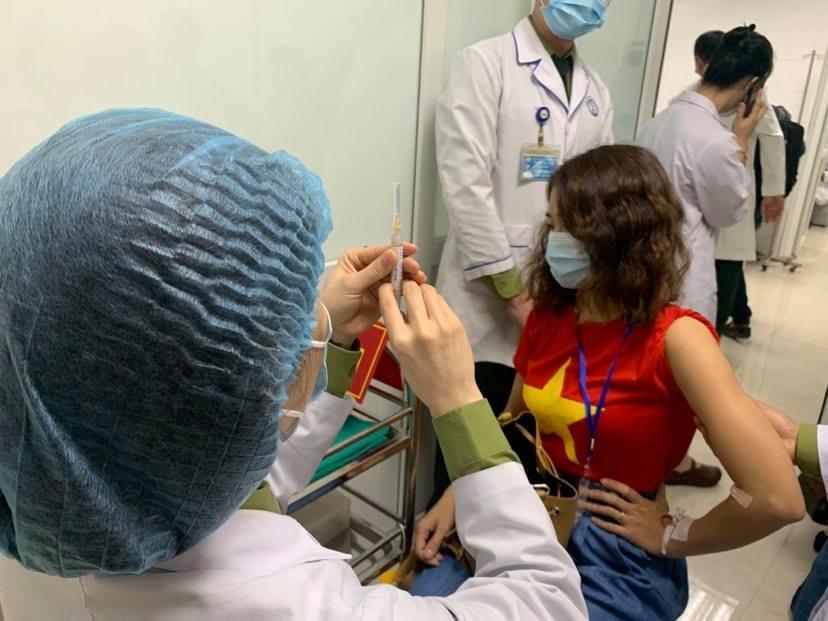 Họp khẩn xem xét dữ liệu thử nghiệm lâm sàng vắc xin Nanocovax