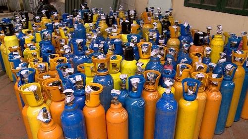 Phát hiện hàng trăm bình khí cười tại huyện Đông Anh
