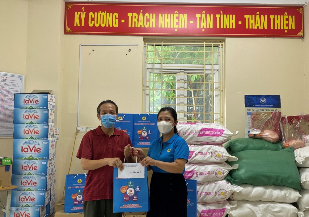 LĐLĐ quận Hai Bà Trưng: Hỗ trợ 110 người lao động đang thuê trọ trên địa bàn phường Thanh Nhàn