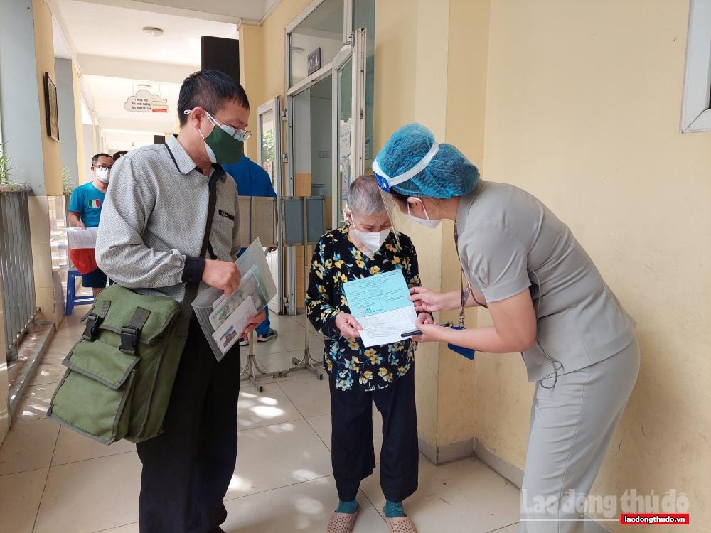 Đồng loạt tổ chức tiêm vắc xin ngừa Covid-19 trên địa bàn Thành phố
