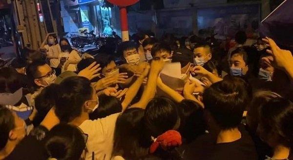 Bí thư Thành uỷ Hà Nội yêu cầu làm rõ trách nhiệm lãnh đạo phường Trung Văn để tập trung đông người khi tiêm vắc xin