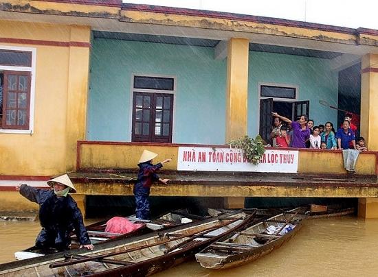 Liên đoàn Lao động huyện Đan Phượng: Vận động ủng hộ người dân miền Trung bị mưa lũ