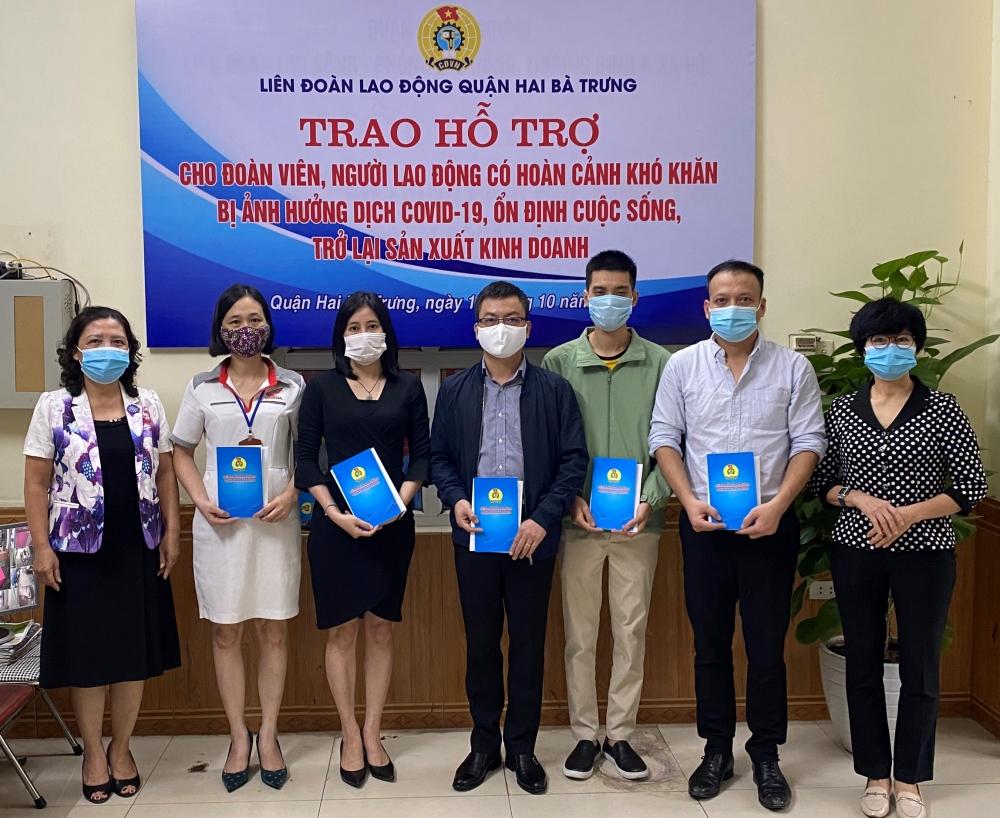 LĐLĐ quận Hai Bà Trưng trao hỗ trợ 400 đoàn viên, người lao động bị ảnh hưởng dịch Covid-19