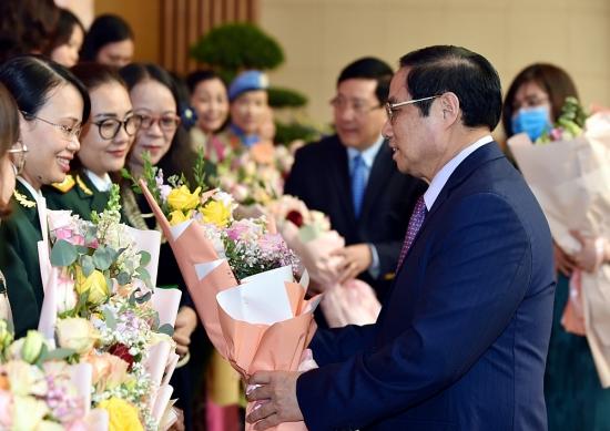Thủ tướng gặp mặt đại diện các tầng lớp phụ nữ nhân Ngày Phụ nữ Việt Nam