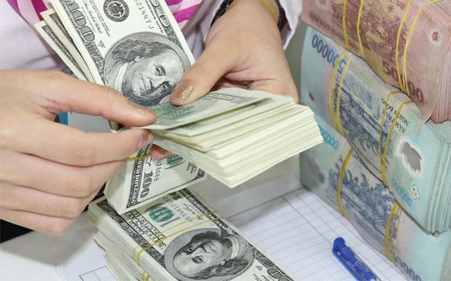 Mua, bán ngoại tệ có giá trị dưới 1.000 đôla Mỹ sẽ bị phạt cảnh cáo