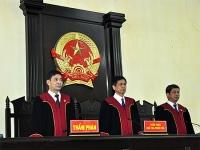 Xét xử bị cáo dưới 18 tuổi, Thẩm phán không phải mặc áo choàng