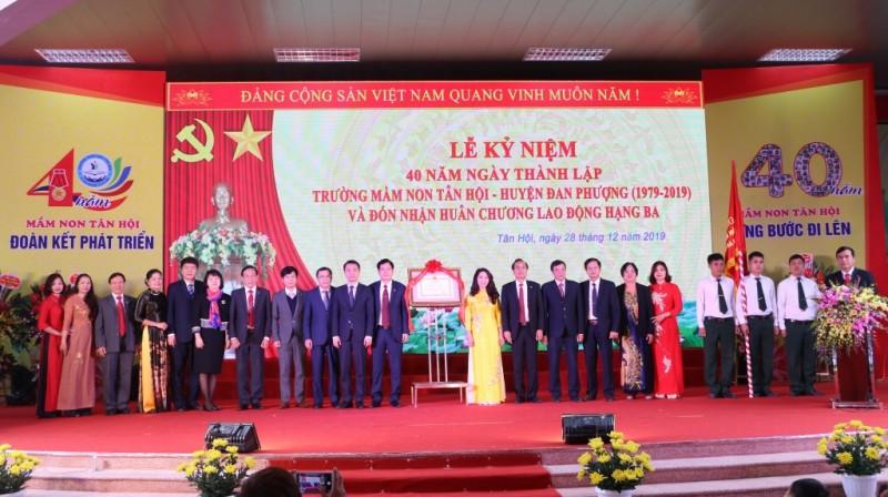 Trường Mầm non Tân Hội đón nhận Huân chương Lao động hạng Ba