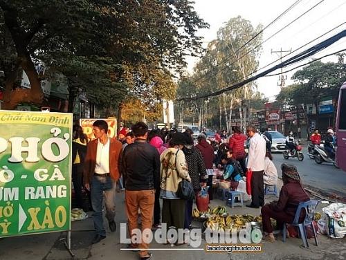 Giải quyết tình trạng chợ cóc lấn chiếm vỉa hè khu vực Bệnh viện K3 cơ sở Tân Triều