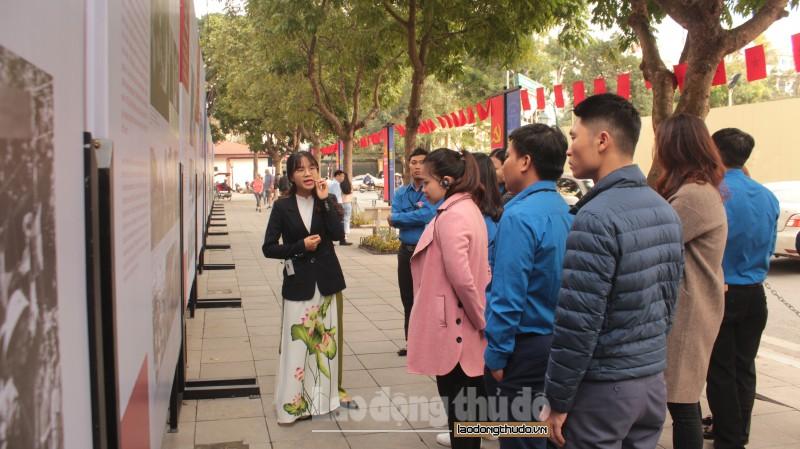 """Độc đáo triển lãm """"Tự hào 90 năm Đảng bộ Thành phố Hà Nội"""""""