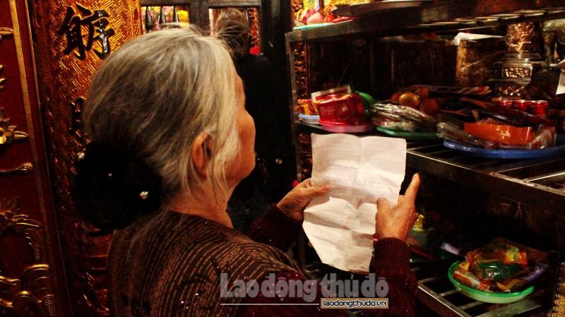 Đông đảo du khách về đền Bảo Hà xin lộc trong ngày đầu năm mới