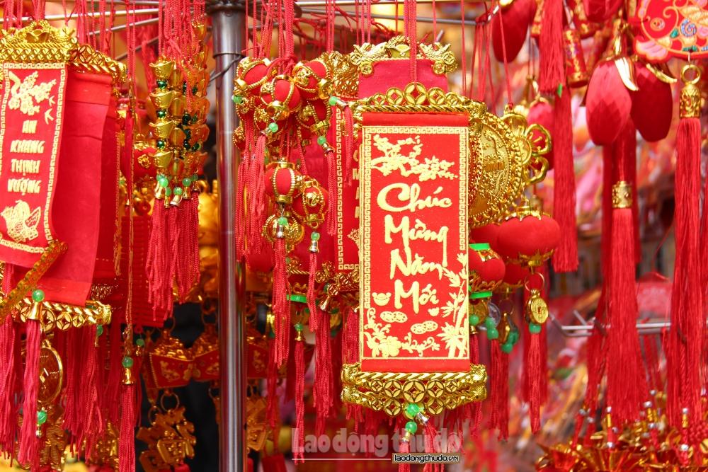 Phố Hàng Mã rực rỡ sắc đỏ đón Xuân Tân Sửu