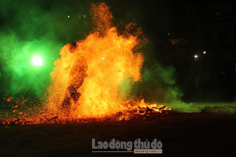 Độc đáo Lễ hội nhảy lửa của người Dao