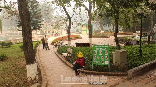 Công viên Thủ Lệ vắng bóng khách tham quan vì dịch Covid-19