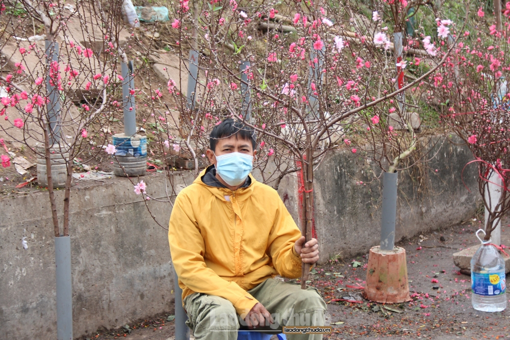Nơi nghiêm túc, nơi lơ là phòng chống dịch Covid-19 tại các chợ hoa Tết