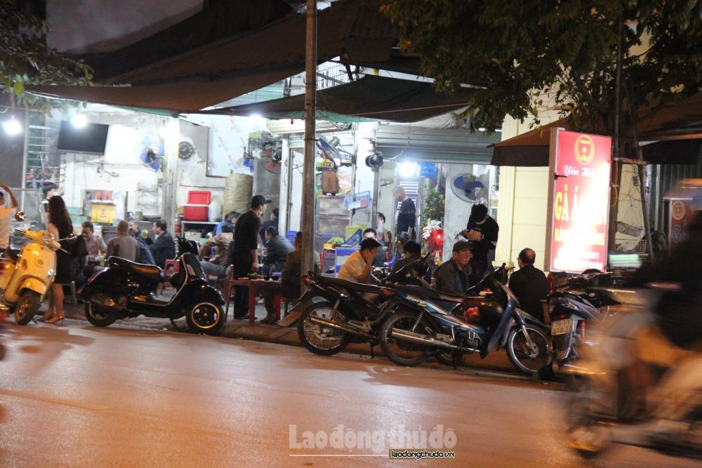Hà Nội: Vẫn còn tình trạng tụ tập đông người tại các hàng quán