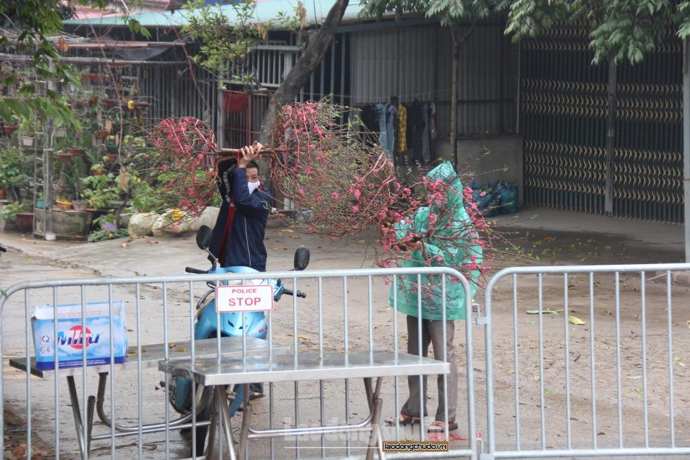 Người dân thôn Bạch Trữ dần quen với nhịp sống cách ly, chuẩn bị vui tết online