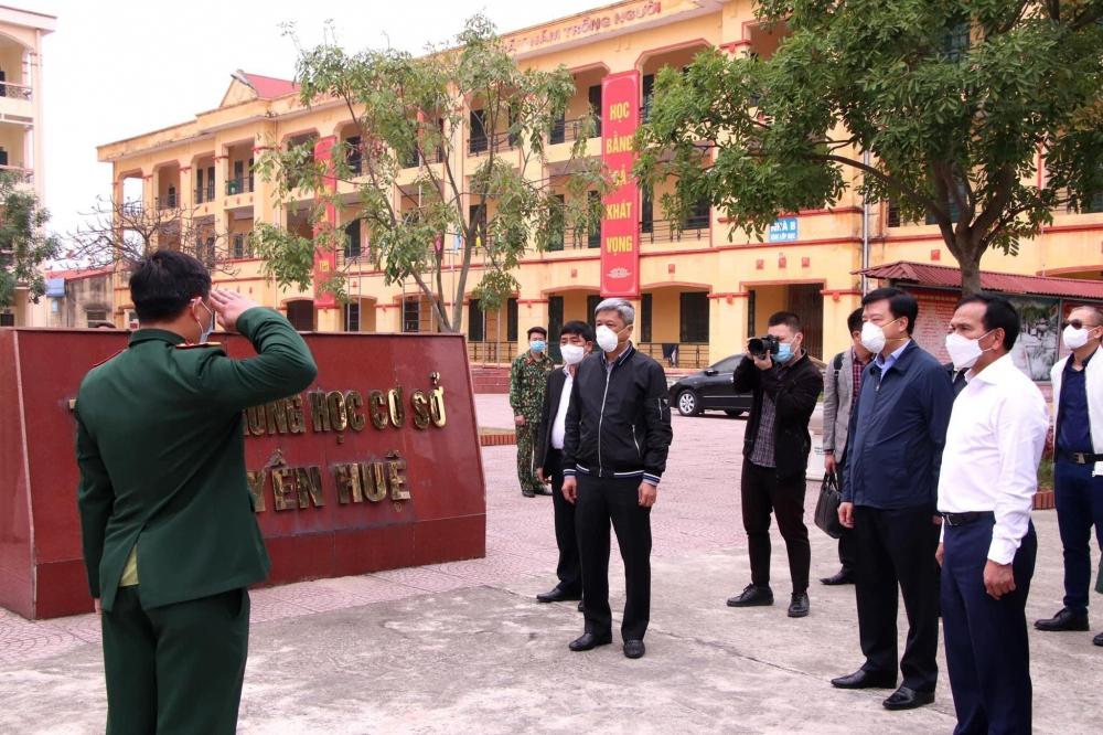 Thứ trưởng Bộ Y tế Nguyễn Trường Sơn kiểm tra công tác chống dịch tại Hải Dương