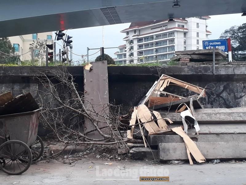 Vẫn còn tình trạng lấn chiếm trên đường Hồng Hà