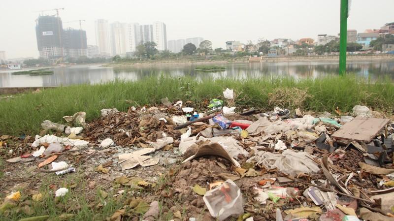 Đường Linh Đường nhếch nhác vì rác thải