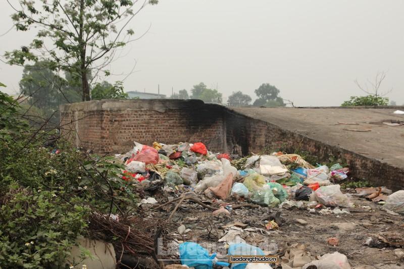 Người dân khổ vì rác thải ùn ứ, bốc mùi tại thôn Vĩnh Ninh