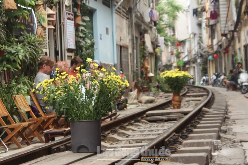 Những hình ảnh có một không hai trên 'xóm đường tàu' gần Ga Hà Nội